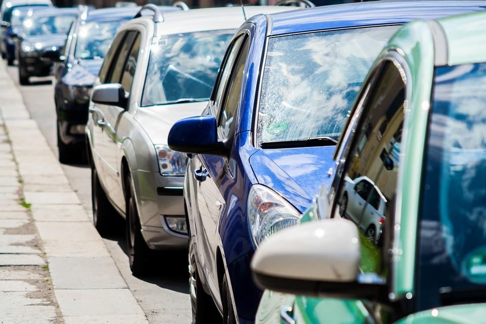 Madrid vuelve a aplicar restricciones de tráfico en días de contaminación pudiendo circular sólo los coches con pegatina ambiental