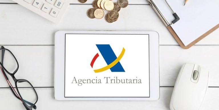 imagen de ipad entrando en la web de la agencia tributaria