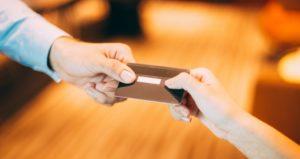 manso con tarjeta de crédito